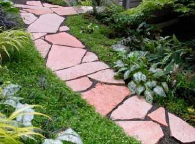 Природный камень для дорожек – неувядающая красота сада