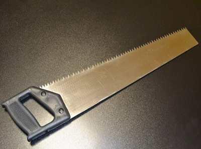 Пиление столярной ножовкой: пример узкоспециализированного инструмента